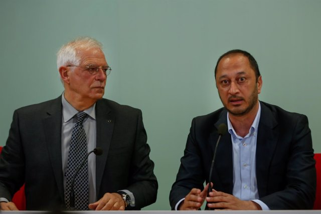 Josep Borrell y Alfonso Rodríguez Gómez de Celis, este miércoles en Sevilla