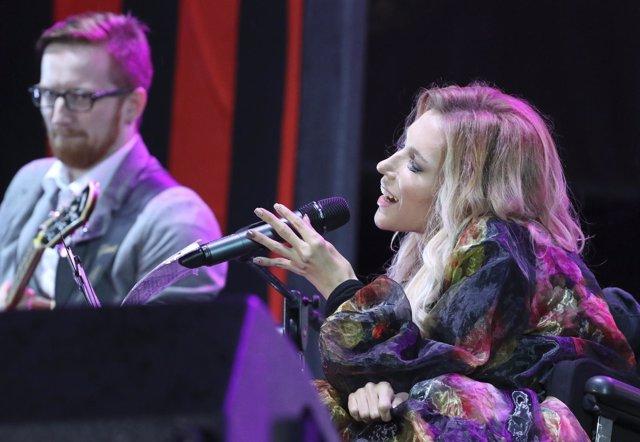 La cantante rusa Yulia Samoylova actúa en Crimea