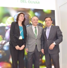 Acuerdo entre CaixaBank y la interprofesional del aceite de orujo