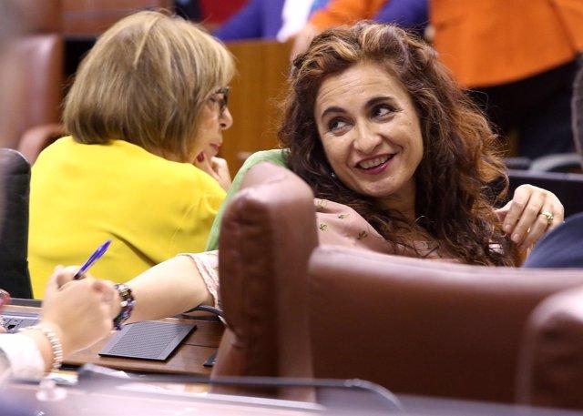 La consejera de Hacienda, María Jesús Montero, en el Pleno del Parlamento