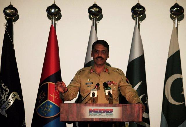 El general Asif Ghafoor, portavoz del Ejército de Pakistán