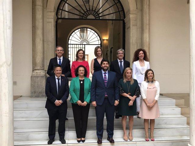 López Miras, en el centro en primera fila, posa con los secretarios generales