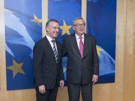 """Juncker reconoce en su reunión con Urkullu la """"estabilidad institucional"""" que el acuerdo sobre el Cupo da a España"""