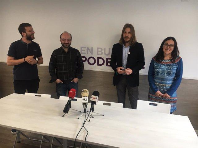Pablo Fernández, junto a representantes de Podemos en Burgos