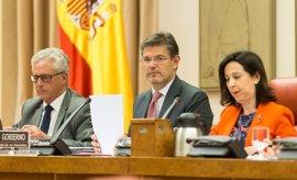 Oposición culpa a Catalá de la imagen de que el Gobierno controla a los fiscales