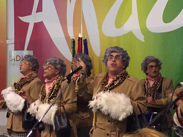 Actuación de la chirigota del 'Selu' en Granada en un acto turístico de Cádiz