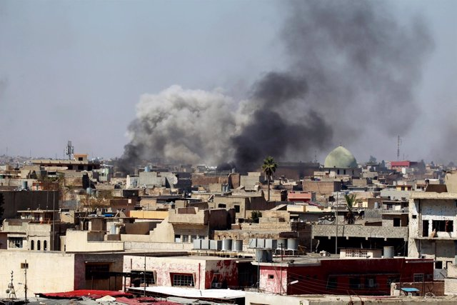 Enfrentamientos en Mosul entre fuerzas iraquíes y Estado Islámico