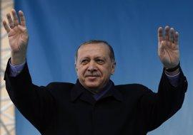 Erdogan pide a EEUU que cancele su decisión de entregar armas a las YPG en Siria