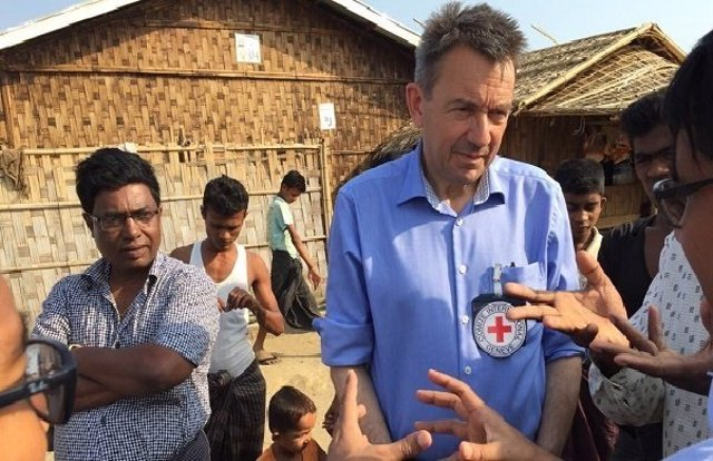 El presidente del CICR, Peter Maurer, de visita en Birmania