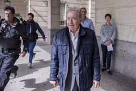 El empresario que simuló besar a Teresa Rodríguez se niega a declarar ante la juez