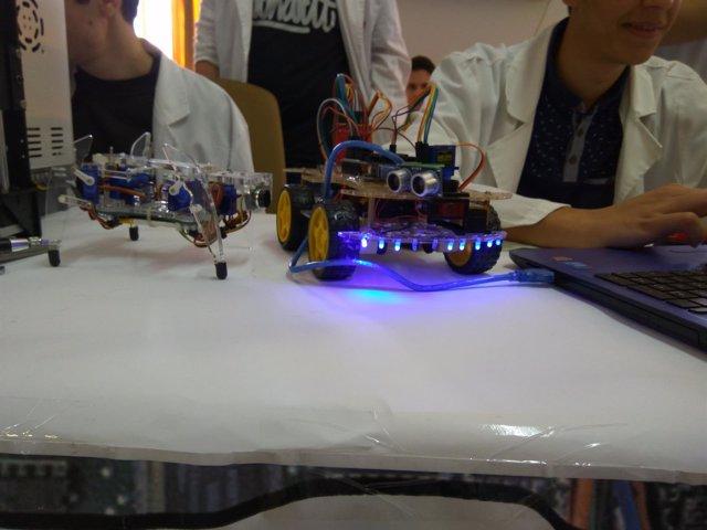 Robots creados por alumnos del San José participan en un concurso