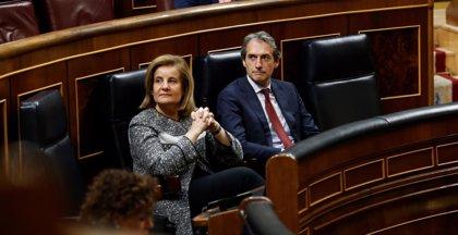 """La oposición reprocha el """"triunfalismo"""" de Báñez pero avala la prórroga de las ayudas a parados"""