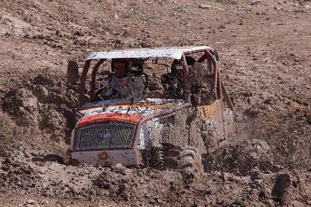 Bou pìlotando un camión de trial