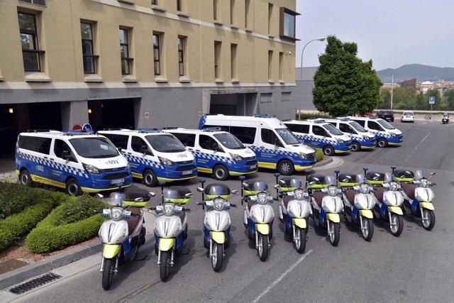 Nuevos furgones y motocicletas de la Policía Municipal