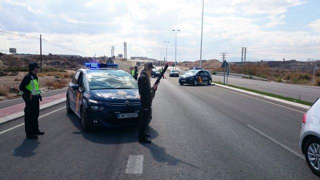 Policía Nacional detiene a tres individuos en un control de tráfico de drogas