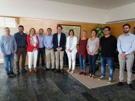 El Govern firma un convenio para impulsar la movilidad eléctrica en Menorca