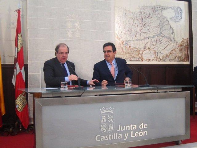 Valladolid. Herrera firma Fundación Amancio Ortega