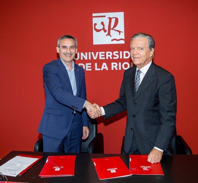 Rubio y De Barros, tras firmar el convenio