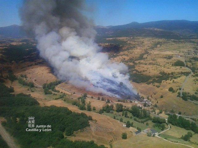 Imagen del incendio en Socil (León)