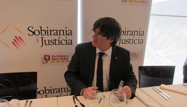 El Pte.De La Generalitat C.Puigdemont En Un Acto De Sobirania I Justícia.