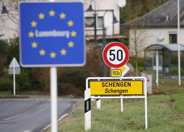 Cartel a la entrada de la localidad luxemburguesa de Schengen