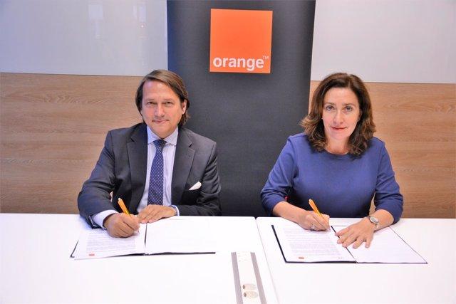 La firma de Orange y Fundación Universo Accesible