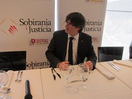 """Puigdemont ve """"impecable"""" la compra de urnas y recuerda que Andalucía hizo lo mismo"""