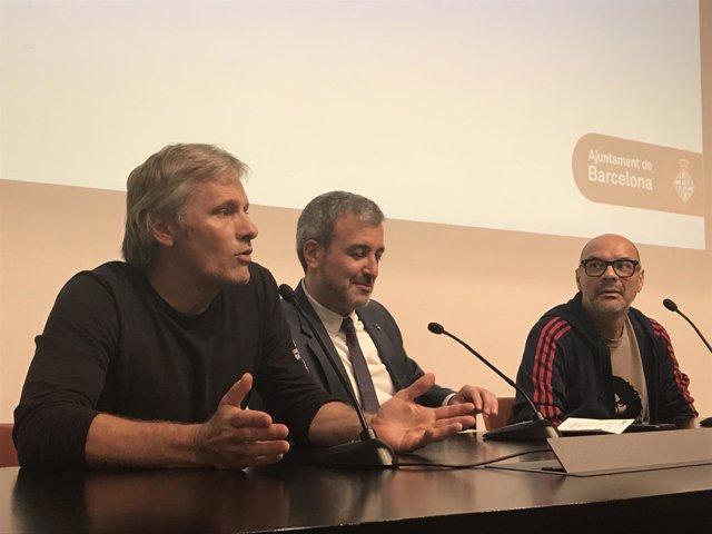 El actor Vigo Mortensen con el teniente de alcalde Jaume Collboni
