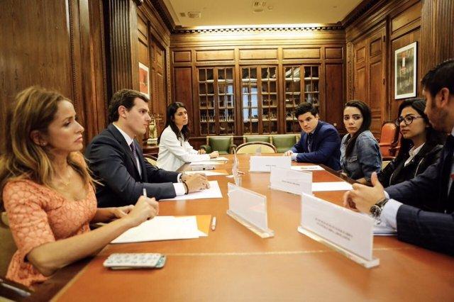 Ciudadanos se reúne con Shaza y Jimena en el Congreso