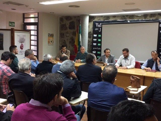 Reunión del subdelegado del Gobierno en Cáceres con alcaldes del Jerte