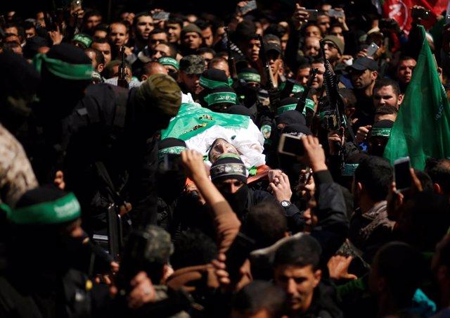 Entierro en Gaza del comandante de Hamás, Mazen Fuqaha
