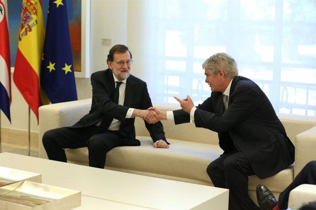 Rajoy y Alfonso Dastis en la Moncloa