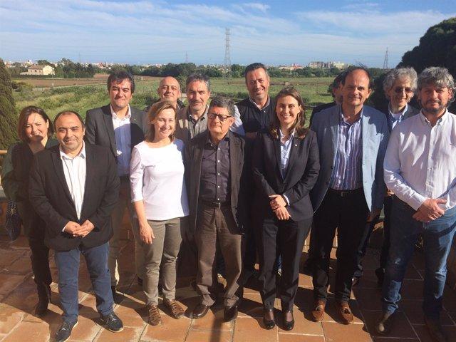 La consellera Meritxell Serret con miembros del Parc Agrari del Baix Llobregat