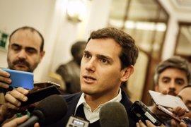 Rivera pregunta a Rajoy si, tras el pacto de Murcia, piensa promover un acuerdo nacional para reducir aforados