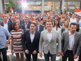 """Rivera alaba a Cs de la Región como """"punta de lanza"""" contra la corrupción y le anima a """"salir a ganar"""" en 2019"""