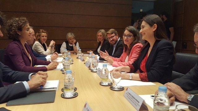 Montón y Oltra durante la reunión con la ministra de  Sanidad