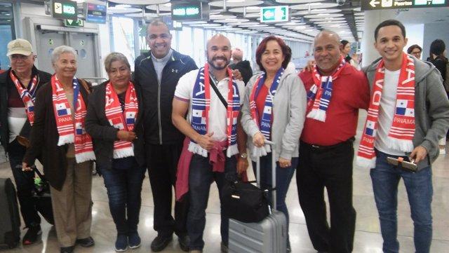 Peregrinos en Barajas para viajar a Fátima