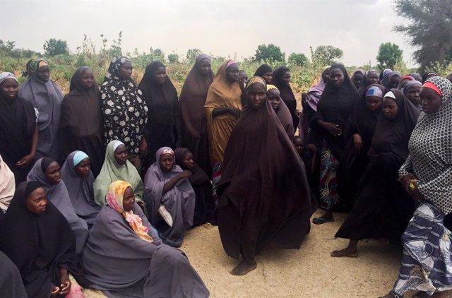 Parte de las 82 chicas secuestradas en Chibok y liberadas por Boko Haram