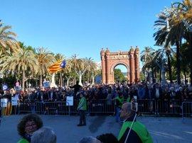 Centenares de personas se concentran ante el TSJC por la declaración de Corominas y Barrufet