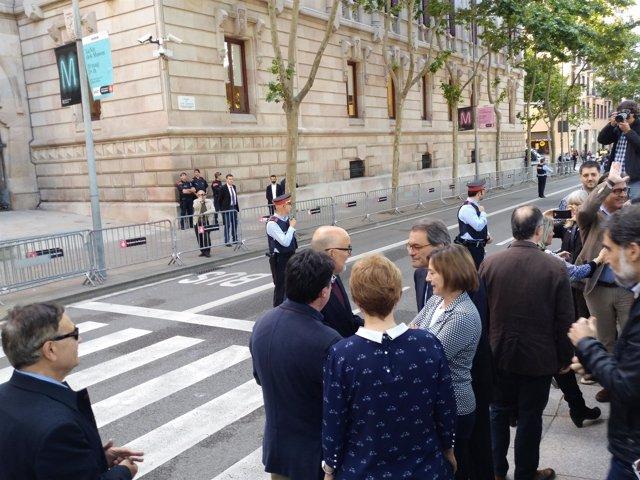 L.Corominas y R.Barrufet salen del TSJC entre gritos de 'Independencia'