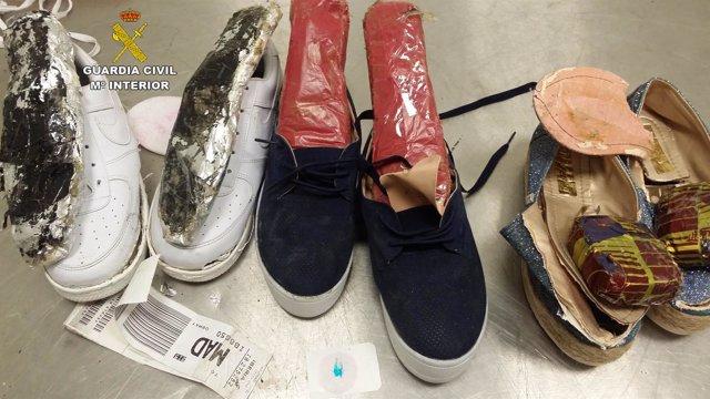 Zapatillas donde llevaban la droga.