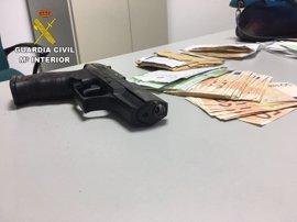 Detenido por acceder con una pistola de fogueo a la casa de su expareja y robarle el dinero de una herencia