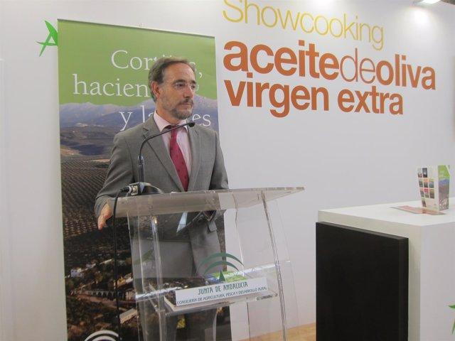 Felipe López en su visita a Expoliva