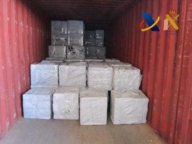 Intervenidas 300.000 cajetillas de tabaco de contrabando en el puerto de Valencia