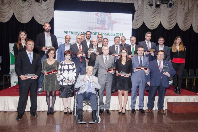 Todos los premiados por su contribución al deporte por Agesport.