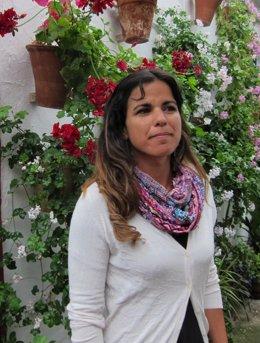 Teresa Rodríguez en un patio de la capital cordobesa