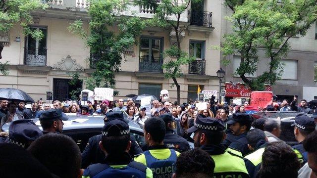 Protesta ante la Embajada de Venezuela en Madrid