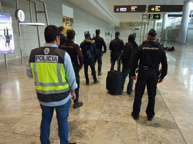 Los dos hombres detenidos tras aterrizar en Alicante-Elche