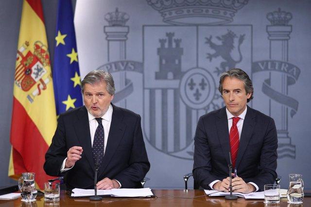 Iñigo Méndez de Vigo e Iñigo de la Serna en la rueda de prensa