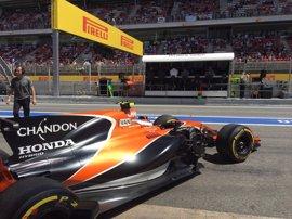 Mercedes domina en Montmeló y Alonso vive otra pesadilla